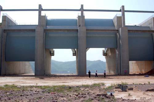 弧形鋼閘門正面