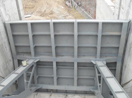 弧形鋼閘門背面